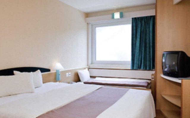 Отель Ibis Valencia Palacio de Congresos Испания, Валенсия - отзывы, цены и фото номеров - забронировать отель Ibis Valencia Palacio de Congresos онлайн комната для гостей