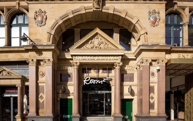 Отель Roomzzz Manchester Corn Exchange вид на фасад