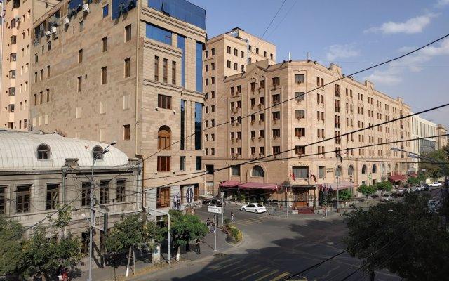 Апартаменты ZARA Ереван вид на фасад
