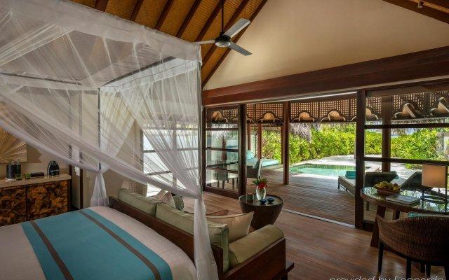 Отель Four Seasons Resort Maldives at Kuda Huraa комната для гостей