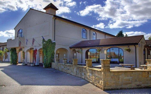 Best Western Widnes Halton Everglades Park Hotel вид на фасад