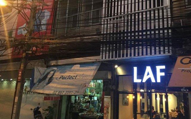 Laf Hotel Aree Бангкок вид на фасад