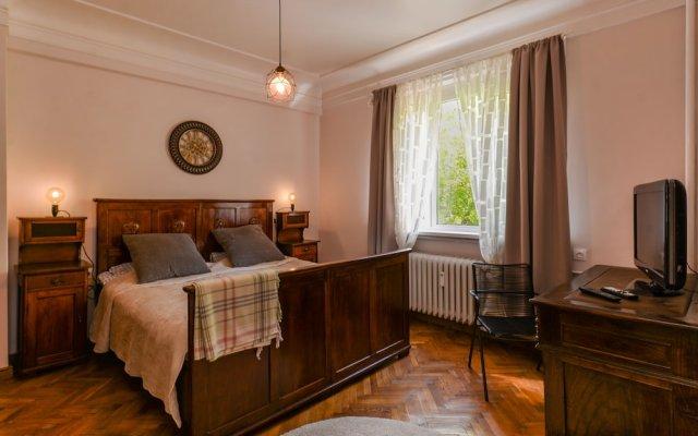 Отель FM Deluxe 2-BDR Apartment - La La Land Болгария, София - отзывы, цены и фото номеров - забронировать отель FM Deluxe 2-BDR Apartment - La La Land онлайн комната для гостей