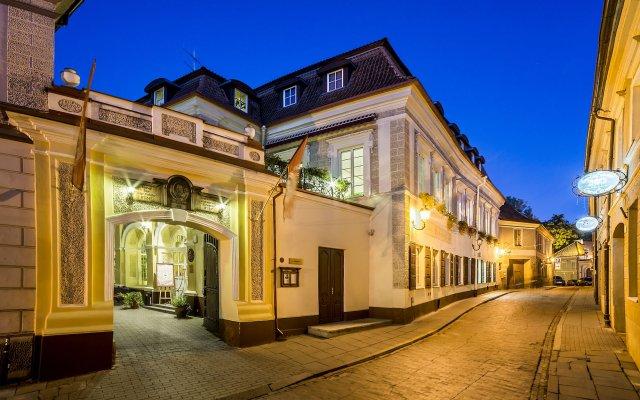 Shakespeare Boutique Hotel Вильнюс вид на фасад