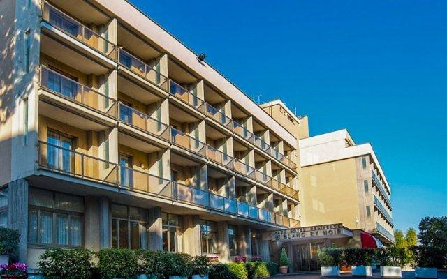 Отель Park Blanc Et Noir Рим вид на фасад