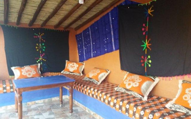 Отель Auberge Les Roches Марокко, Мерзуга - отзывы, цены и фото номеров - забронировать отель Auberge Les Roches онлайн вид на фасад