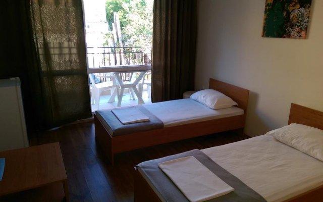 Отель Family House Manolov Аврен комната для гостей