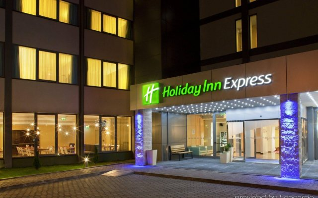 Отель Holiday Inn Express Lisbon Airport вид на фасад