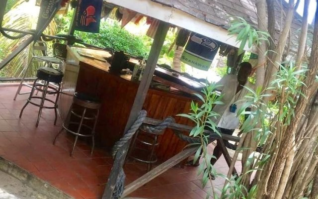 Dennis Hideaway Guesthouse Restaurant