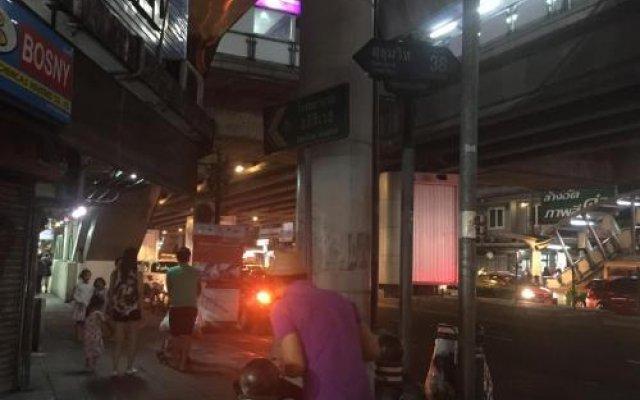 Отель Mangosteen Bangkok Sukhumvit Бангкок вид на фасад