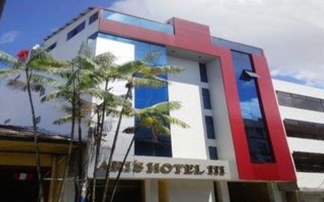 Ari's Hotel III вид на фасад