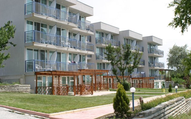 Апартаменты White Lagoon Beach Apartment Балчик вид на фасад