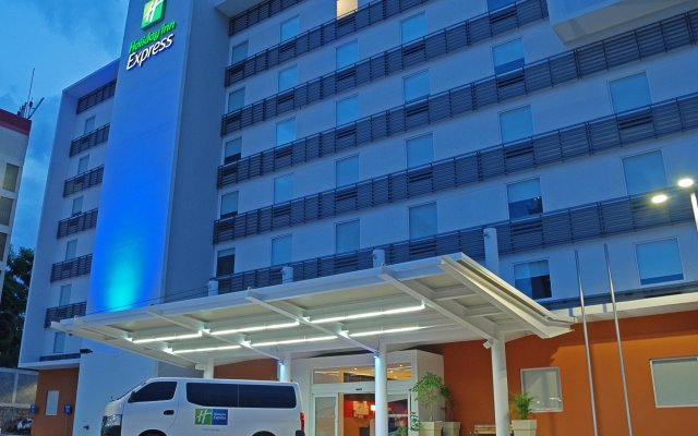 Отель Holiday Inn Express Tegucigalpa вид на фасад