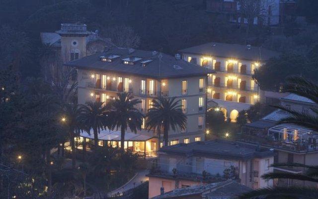 Отель Villa Adriana Монтероссо-аль-Маре вид на фасад
