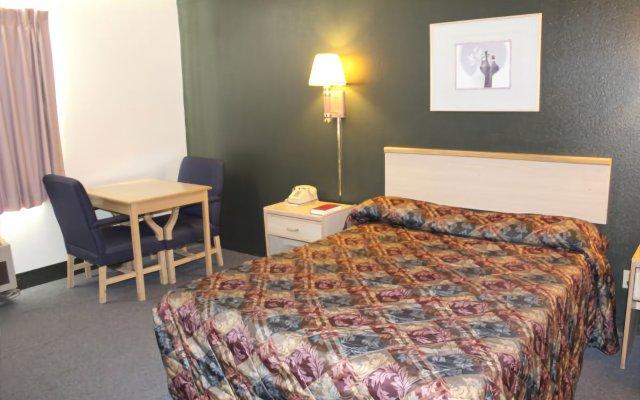 Отель Goodnite Inn and Suites комната для гостей