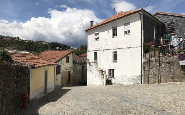 Отель Casas Do Castelo De Lamego вид на фасад