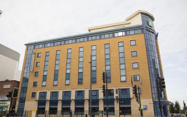 Отель Holiday Inn Express London Stratford вид на фасад