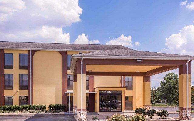 Отель Howard Johnson Express Inn Spartanburg - Expo Center вид на фасад