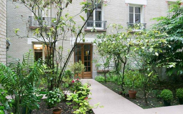 Отель Sochic Suites Paris Parc Des Expositions вид на фасад
