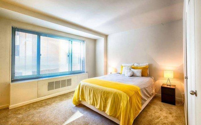 Апартаменты Dupont Circle Apartment комната для гостей