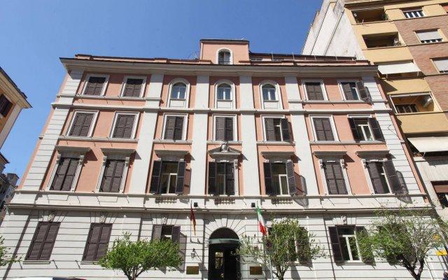 Hotel Delle Vittorie вид на фасад