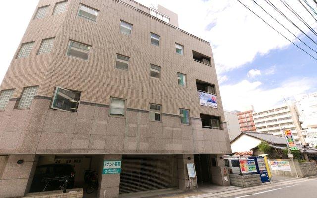 81's Inn Fukuoka - Hostel вид на фасад