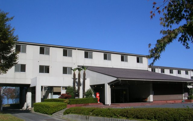 Отель Kyukamura Ohmi-Hachiman Омихатиман вид на фасад