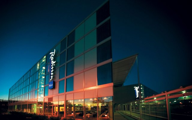 Radisson Blu Hotel London Stansted Airport вид на фасад