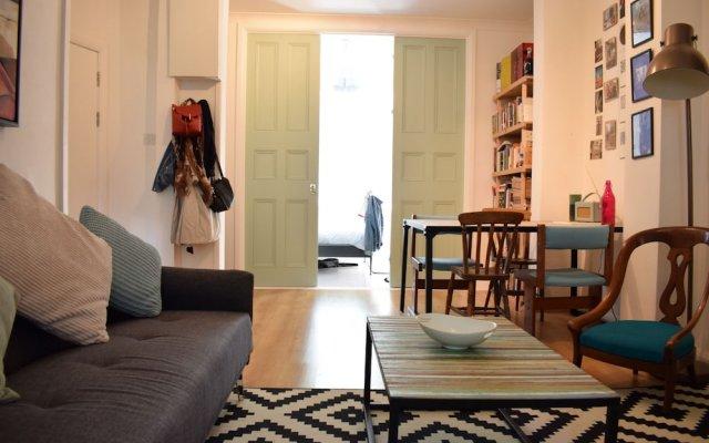 Отель Beautiful, Bright 1-bedroom Home With Garden комната для гостей