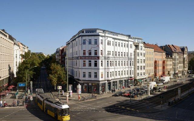 The Circus Hostel вид на фасад