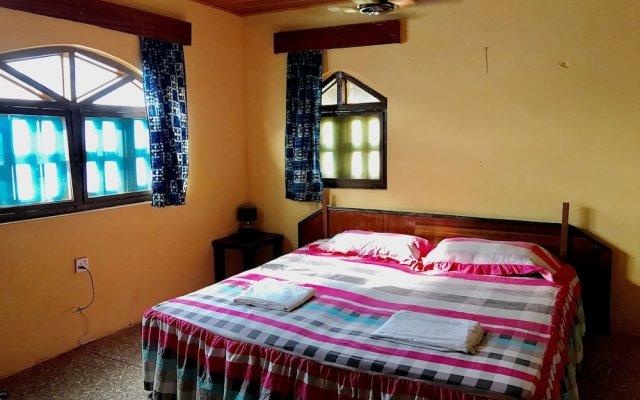 Отель Ayikoo Beach House Гана, Шама - отзывы, цены и фото номеров - забронировать отель Ayikoo Beach House онлайн комната для гостей