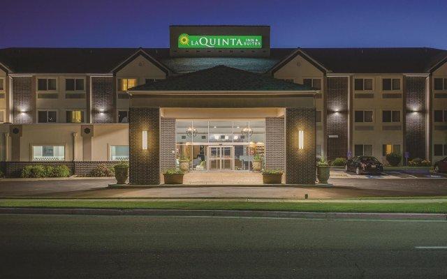 Отель La Quinta Inn & Suites Logan вид на фасад