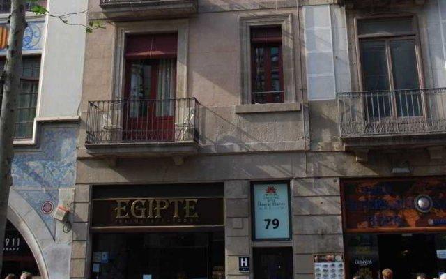 Отель Hostal Flores Барселона вид на фасад