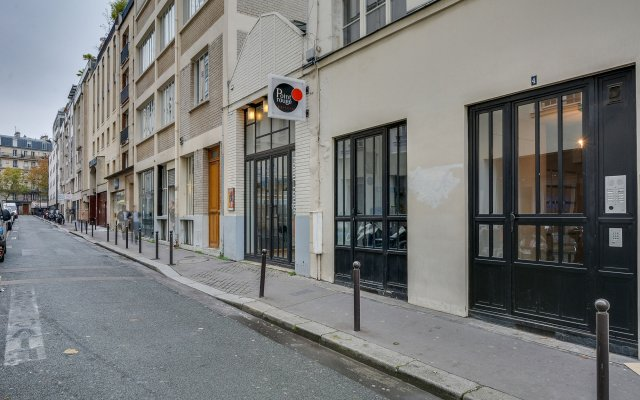 Отель Sweet Inn Rue D'Enghien вид на фасад