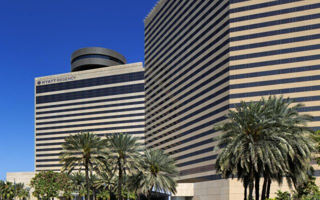 Отель Hyatt Regency Dubai вид на фасад