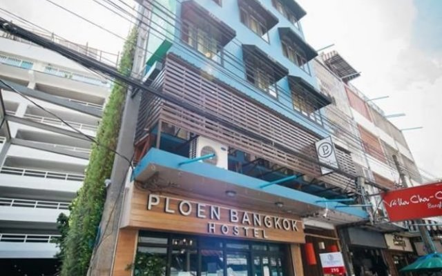 Ploen Bangkok Hostel Khaosan вид на фасад