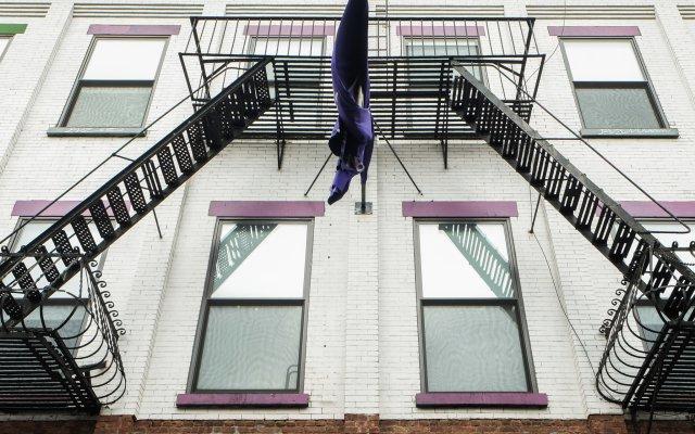Отель International Students Residences США, Нью-Йорк - отзывы, цены и фото номеров - забронировать отель International Students Residences онлайн вид на фасад