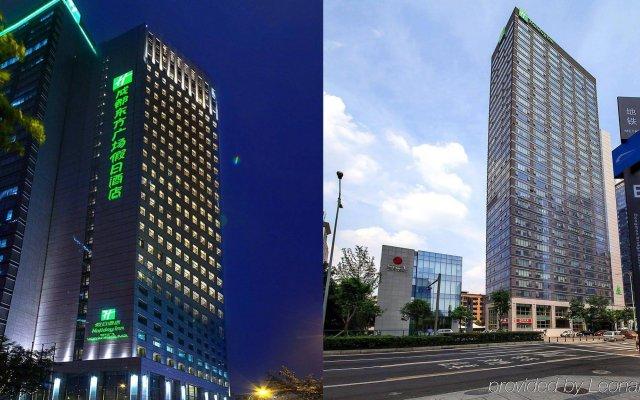 Отель Holiday Inn Chengdu Oriental Plaza вид на фасад