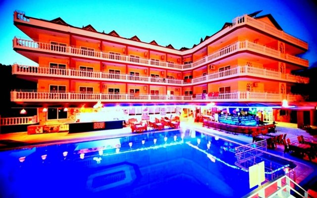 Mustis Royal Plaza Hotel Турция, Кумлюбюк - отзывы, цены и фото номеров - забронировать отель Mustis Royal Plaza Hotel онлайн вид на фасад