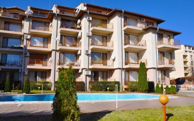 Апартаменты La Playa Apartments вид на фасад