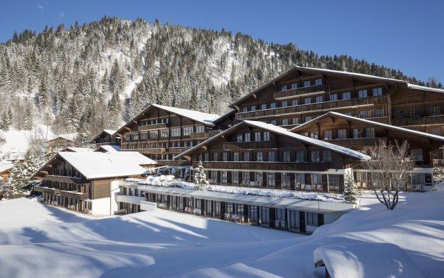 Отель HUUS Gstaad Швейцария, Занен - отзывы, цены и фото номеров - забронировать отель HUUS Gstaad онлайн вид на фасад