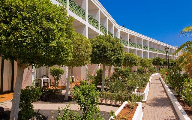 Отель Blue Sea Costa Bastián вид на фасад