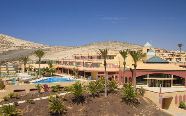 Отель Esmeralda Maris вид на фасад