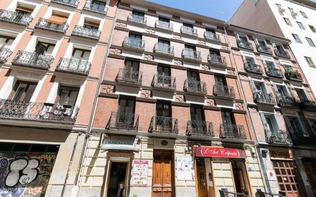 Апартаменты Feelathome Madrid Suites Apartments вид на фасад
