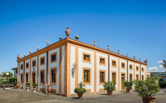 Отель Villa Olmi Firenze вид на фасад