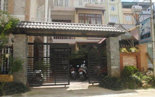 Отель Hoang Trang Hotel Вьетнам, Далат - отзывы, цены и фото номеров - забронировать отель Hoang Trang Hotel онлайн вид на фасад