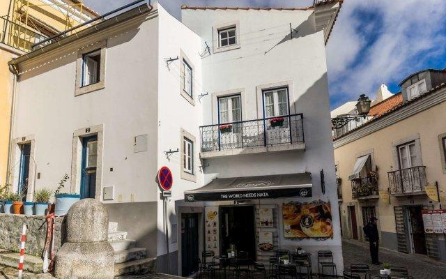 Апартаменты Lisbon Cosy in the Castle Apartment вид на фасад