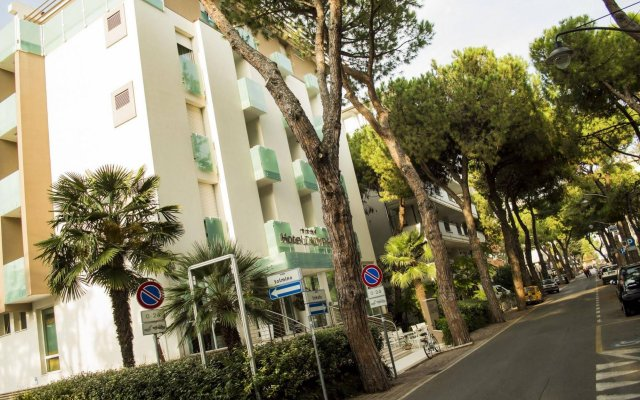 Hotel Calypso Римини вид на фасад
