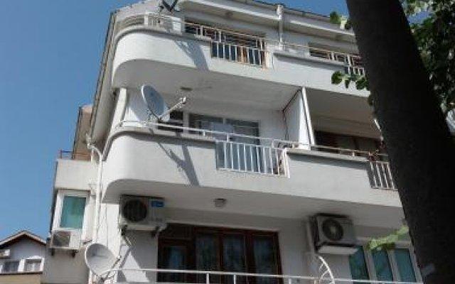 Отель Guest Rooms Ani Поморие вид на фасад