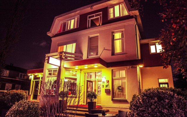 Отель Alp de Veenen Hotel Нидерланды, Амстелвен - отзывы, цены и фото номеров - забронировать отель Alp de Veenen Hotel онлайн вид на фасад